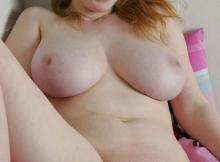 Gros seins naturel et belle chatte