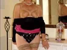 Cougar de Nice : seins à l'air
