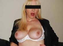 Les seins à l'air- Nathalie Cougar