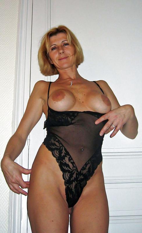 lesbian cougar escort girl sur paris