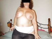 Exhibe sa poitrine - Femme grosse