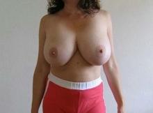 Femme mature - Gros seins naturels