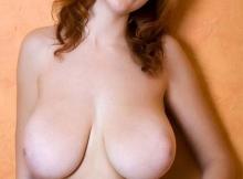 Belle poitrine lisse - Gros seins naturels
