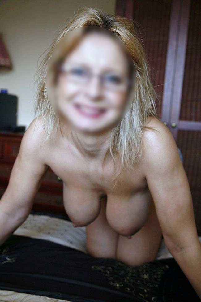 sexy nude babe with glasses