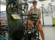 Essaye un vélo sans culotte - exhib sexe paris