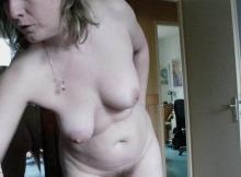Allume sa webcam, toute nue - cougarillo.com