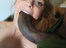 Grosse bite black dans la bouche