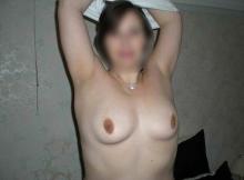 Je montre mes seins - Femme cochonne Paris