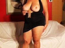 Femme gros seins en robe sexy à Caen