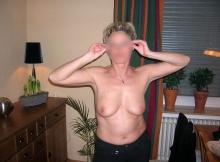 Exhibe ses seins à la maison - cougarillo.com