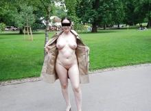 Montre sa chatte et ses seins - Exhib à Paris