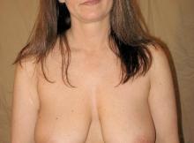 Femme mûre de Nancy exhibe sa belle poitrine