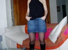 Sexy en jupe en jean - Cougar Marseille