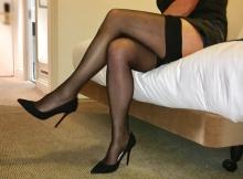 Bas nylon, pas de culotte et chaussures à talon