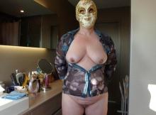 Femme libertine masquée