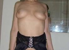 Les seins nus chez moi - Cougar Paris