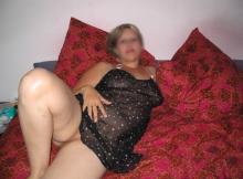 Femme coquine de Vannes en nuisette sexy
