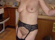 Roselyne de Paris : en lingerie dans ma cuisine