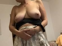 Jolie poitrine naturelle - Vieille cochonne