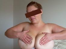 Mes deux gros seins serrés l'un contre l'autre
