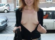 Je montre mes petits nibards dans la rue à Paris