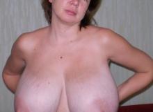 Je montre mes énormes seins