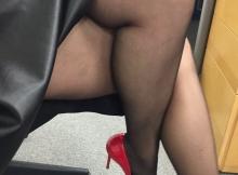 Jambes croisées et sexy en collants