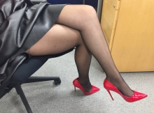 Photo perso en paire de collants et escarpins rouges