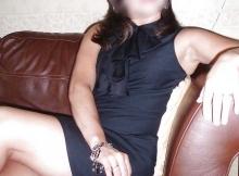 Habillée sexy sur le canapé - Cougar Dijon