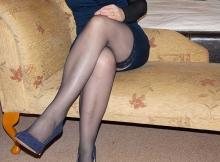 Jambes croisées en collnats - Femme sexy Paris