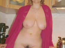 Nue sous mon peignoir dans ma cuisine - Femme divorcée Lyon