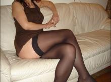 Jambes croisées avec mes bas nylon - Femme mûre Paris