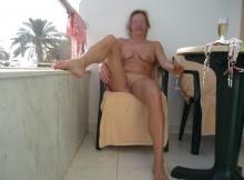 Toute nue sur ma terrasse - Femme divorcée chaude