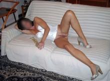 Montre ma chatte sur le canapé - Femme chaude Montpellier