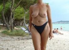Seins nus plage - Femme retraitée Montpellier
