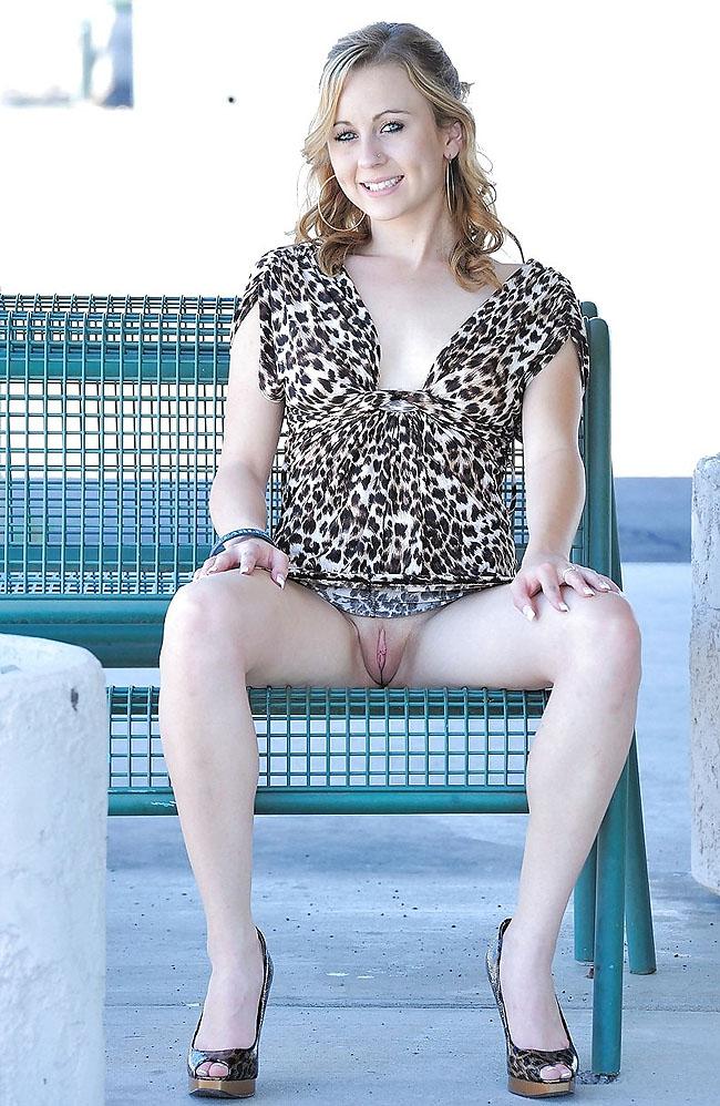 fille en jupe sexy femme nu chez le gynécologue