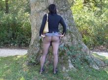 Montre mes fesses - Femme en mini-jupe