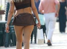 Dans la rue - Femme en mini-jupe