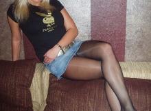 Croise les jambes - Femme en mini-jupe