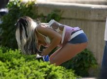 Photo voyeur- Femme en mini-jupe