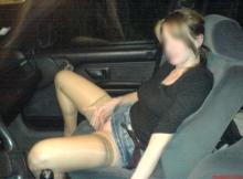 Caresse la chatte dans la voiture - Bordelaise coquine