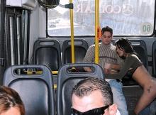 Elle suce dans le bus - Sexe insolite