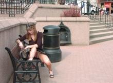 Ma chatte sur un banc public - Sexe insolite