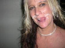 Couverte de sperme pour son anniversaire - Sexe insolite