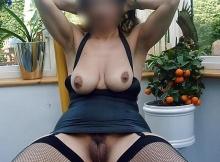 Dans ma véranda en lingerie - Femme cougar de Nice
