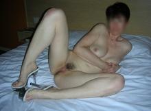 Nue sur le lit - Femme chaude Bordeaux