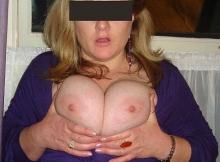 Gros seins serré l'un contre l'autre - Femme Strasbourg