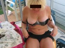 Presque nue sous la véranda - Femme retraitée Toulouse