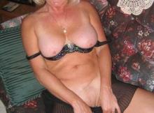 Seins nus et chatte rasée - Femme retraitée Toulouse