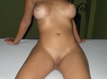Belle chatte lisse - Brésilienne sexy